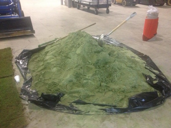 green sand 600x450 State of Cowboys Stadium Pitch For US Gold Cup Game Is Embarrassing [PHOTOS]