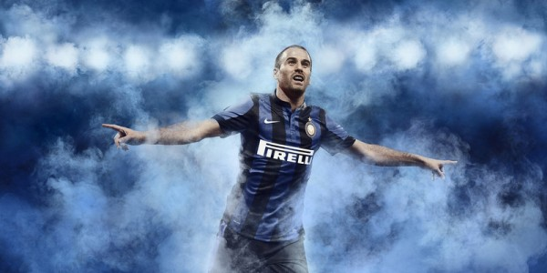 inter milan home shirt player 600x300 Inter Milan Home and Away Shirts for 2013 14 Season: Official [PHOTOS]