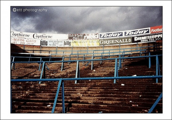 maine road terraces 600x420 Memories of Seeing a Match At Maine Road, Manchester Citys Old Ground