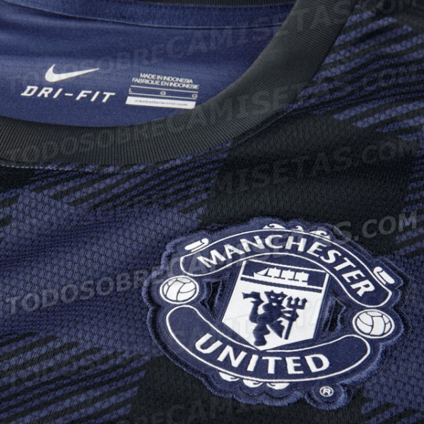 man united away shirt crest 600x600 Manchester United 2013 14 Away Shirt Leaked: Official [PHOTOS]