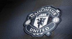 manchester-united-away-shirt-crest