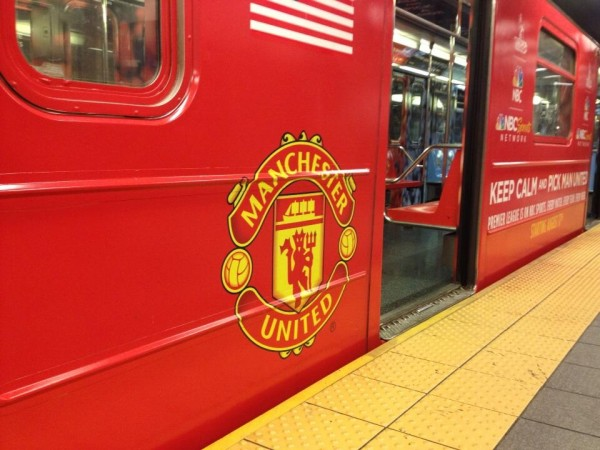 manchester united subway 600x450 NBC Advertises Premier League Rivalries On New York City Subway [PHOTOS]