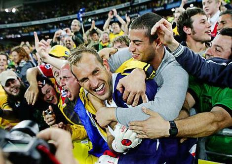 mark schwarzer1 Mark Schwarzer's Move to Chelsea Ignites Race to Find New Australia Goalkeeper