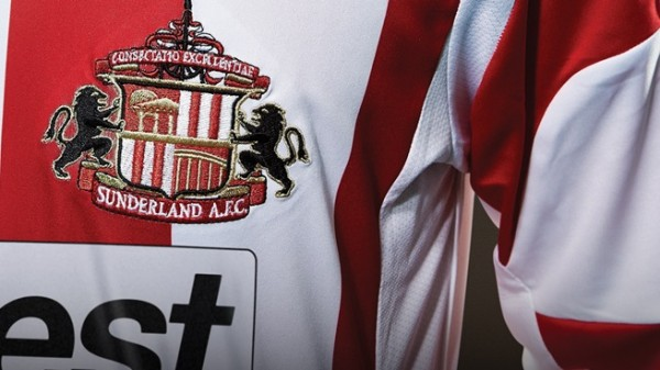 sunderland home shirt crest 600x337 Sunderland Home Shirt for 2013 14 Season: Official [PHOTOS]