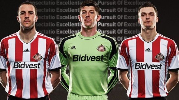 sunderland home shirt group 600x337 Sunderland Home Shirt for 2013 14 Season: Official [PHOTOS]