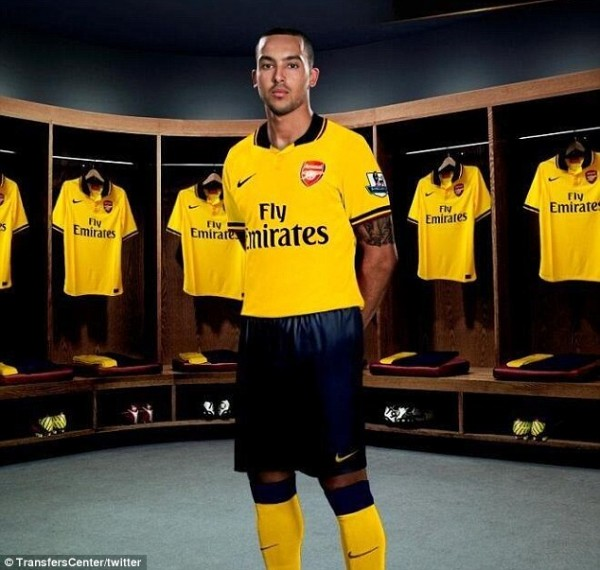theo walcott arsenal away kit 600x570 Theo Walcott Wears New Arsenal Away Shirt: Leaked [PHOTO]