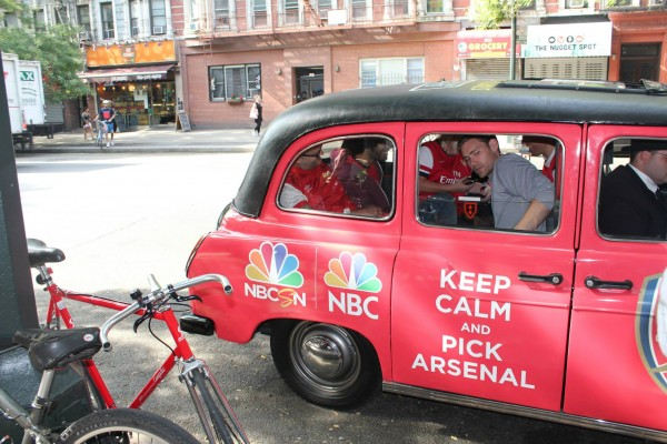 arsenal taxi cab 600x400 New Photos of London Taxi Cabs in Premier League Team Colors In New York City [PHOTOS]