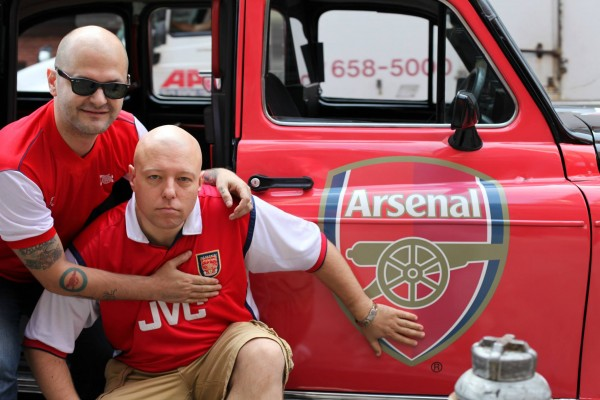 arsenal taxi cabs 600x400 New Photos of London Taxi Cabs in Premier League Team Colors In New York City [PHOTOS]