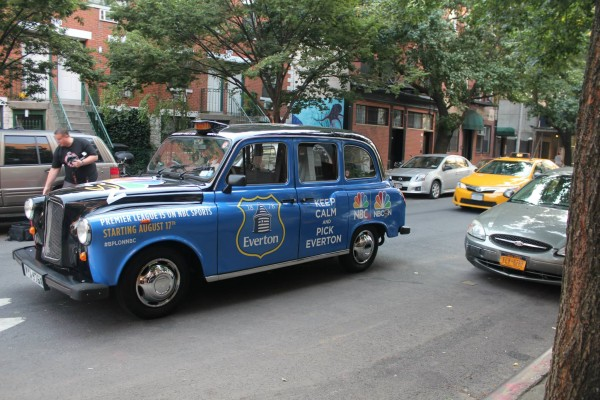 everton taxi cab 600x400 New Photos of London Taxi Cabs in Premier League Team Colors In New York City [PHOTOS]