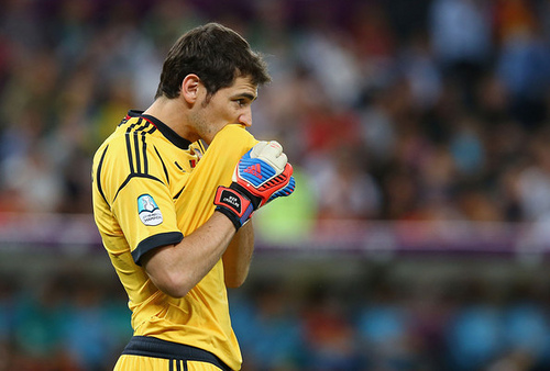 iker casillas Arsenal Plot Iker Casillas Raid As Wenger Bids to Appease Fans By Signing Real Madrid Keeper: Daily Soccer Report