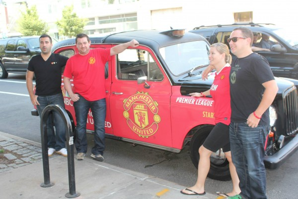 man united taxi 600x400 New Photos of London Taxi Cabs in Premier League Team Colors In New York City [PHOTOS]