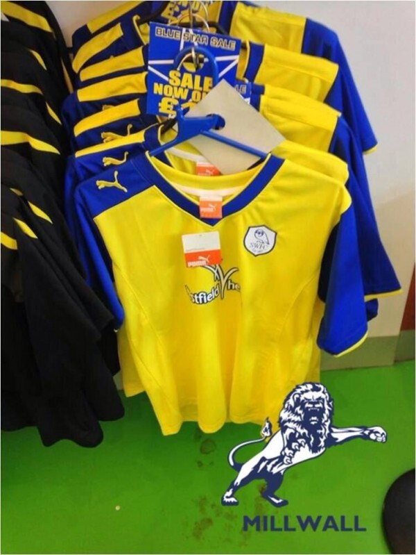 millwall away kit 600x799 Millwall Play In Sheffield Wednesdays Away Strip After Club Forget Kit [PHOTO]