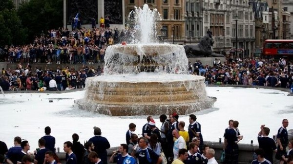scottish fans trafalgar square 600x337 England vs Scotland and Bosnia Herzegovina vs USA: International Friendlies: Open Thread