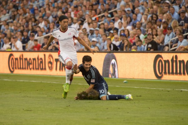 sporting kansas city new england revolution b 600x399 Sporting Kansas City Defeats New England Revolution 3 0 In Physical Match [PHOTOS]