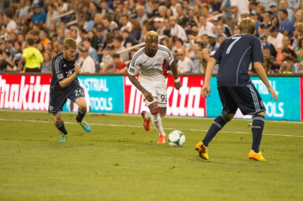 sporting kansas city new england revolution e 600x399 Sporting Kansas City Defeats New England Revolution 3 0 In Physical Match [PHOTOS]