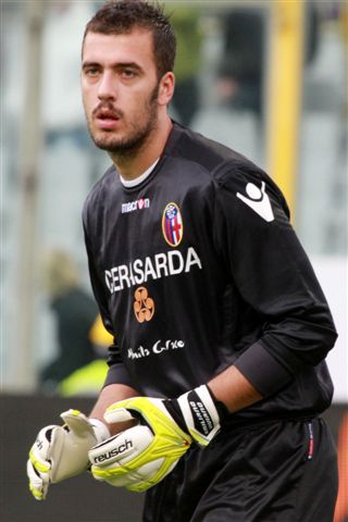 Emiliano Viviano Arsenal Agree Deal For Season Long Loan of Goalkeeper Emiliano Viviano, Says Report