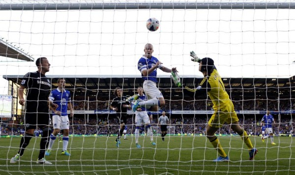 chelsea everton 600x356 Everton Defeat Chelsea 1 0 With Header By Steven Naismith And Brilliant Assist By Nikica Jelavic [GIF]