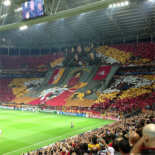 galatasaray tifo alt Galatasaray Fans Unveil Amazing Tifo With Lions Chasing Ronaldo and Pirlo [VIDEO]
