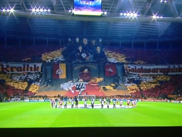 galatasaray tifo pitch level 600x450 Galatasaray Fans Unveil Amazing Tifo With Lions Chasing Ronaldo and Pirlo [VIDEO]