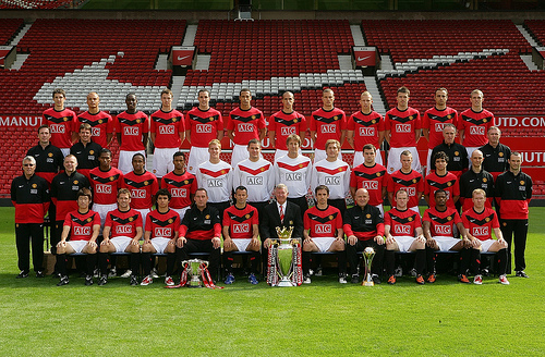 man united team photo David Moyes Brought in His Own Coaching Staff Against Sir Alex Fergusons Advice