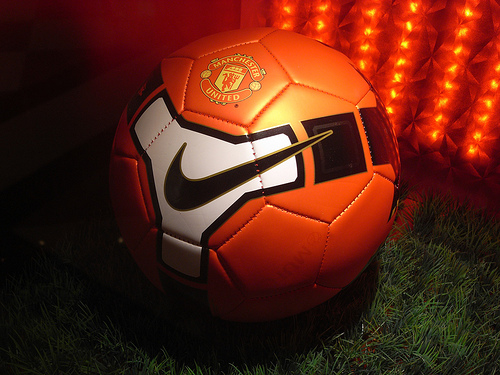 manchester united ball Nike Lines Up £1bn Kit Deal With Manchester United & Hated Owners The Glazers: Nightly Soccer Report
