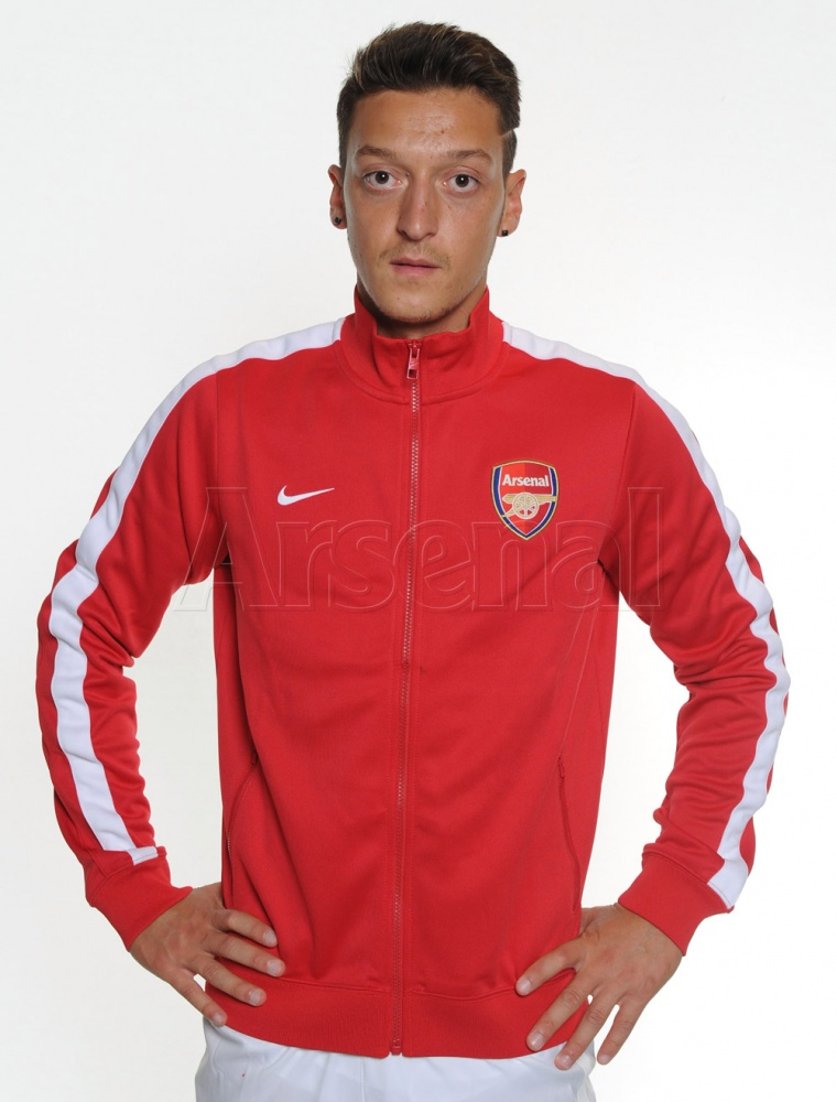 mesut ozil home training top First Images of Mesut Ozil Wearing Arsenal Kit: Official [PHOTOS]