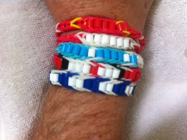 close up vertical soccer bracelets1 600x448 Support Your Favorite Team With Soccer Bracelets Featuring Your Club Colors