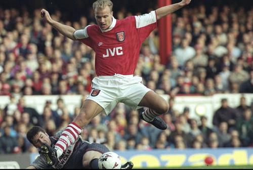 dennis bergkamp Dennis Bergkamp Reveals He Wants to Return to Arsenal to Work on the Clubs Coaching Staff: Daily Soccer Report