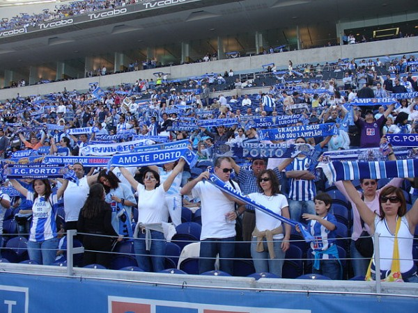 estadio dragao porto stadium supporters 600x450 The Top 5 Must See Soccer Matches On Television & Internet This Weekend