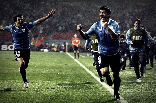 luis suarez1 Luis Suarez Dives Again to Earn Uruguay a Penalty Kick Against Rivals Argentina [VIDEO]