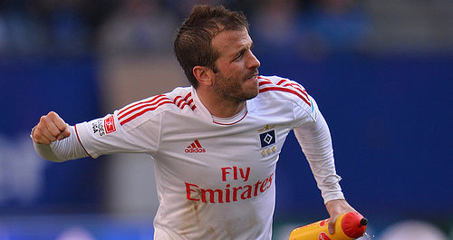 van der vaart Rafael van der Vaart Scores Incredible Scissor Kick Goal For Hamburg [VIDEO]