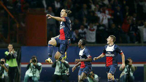 zlatan ibrahimovic3 Zlatan Ibrahimovic Scores This Amazing 25 Yard Goal to Complete Hat Trick In 19 Minutes Against Anderlecht [GIF]