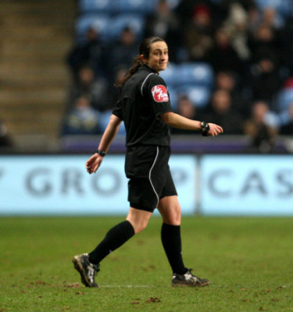 amy fearn Referee Overturns Her Initial Decision And Awards Ghost Goal to Wrexham [VIDEO]