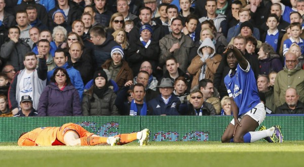 hugo lloris lukaku 600x331 In the Case of Hugo Lloris, Temporary Substitutes Can Prevent Playing Through Head Injuries