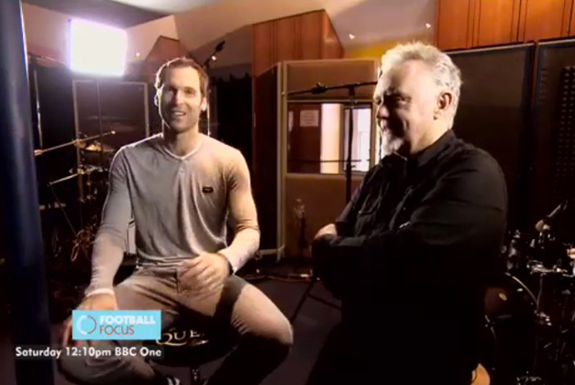 petr cech roger taylor Chelsea Goalkeeper Petr Cech Plays Drums With Queens Roger Taylor [VIDEO]