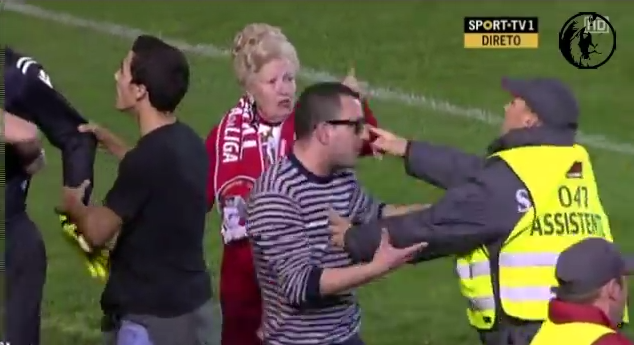 portuguese grandmother hooligan Portuguese Grandmother Invades Pitch During Sporting Braga Game [VIDEO]