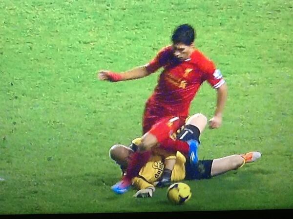 luis suarez Luis Suarez Penalty Incident Shows that Video Replay Technology May Not Help After All