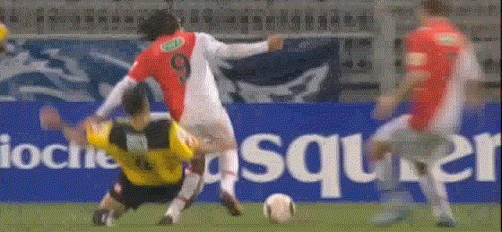 radamel falcao Radamel Falcao Suffers Serious Knee Injury And Could Be Doubt For World Cup [VIDEO]