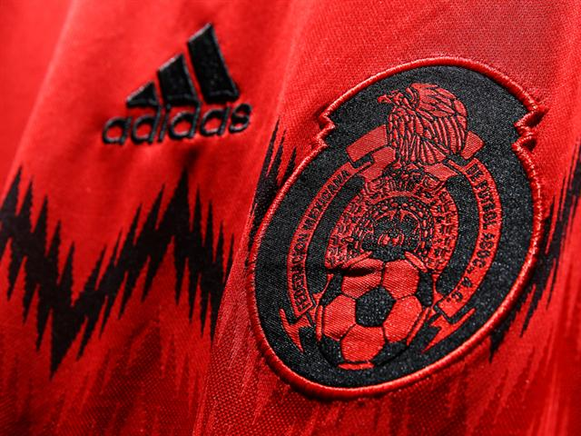 mexico away shirt crest Mexico Away Shirt For 2014 FIFA World Cup Goes Red And Black: Official [PHOTOS]