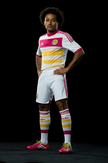 scotland away kit front b Scotland Away Shirt For 2014 15 Is Colorful And Historic: Official [PHOTOS]