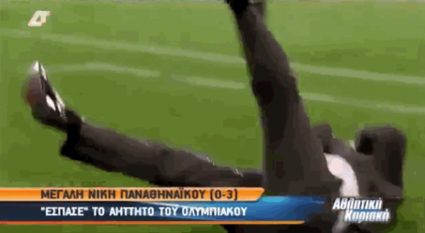 Yiannis Anastasiou 600x329 WATCH Panathinaikos Manager Get Hit In Face By Large Drink in Athens Derby [VIDEO]
