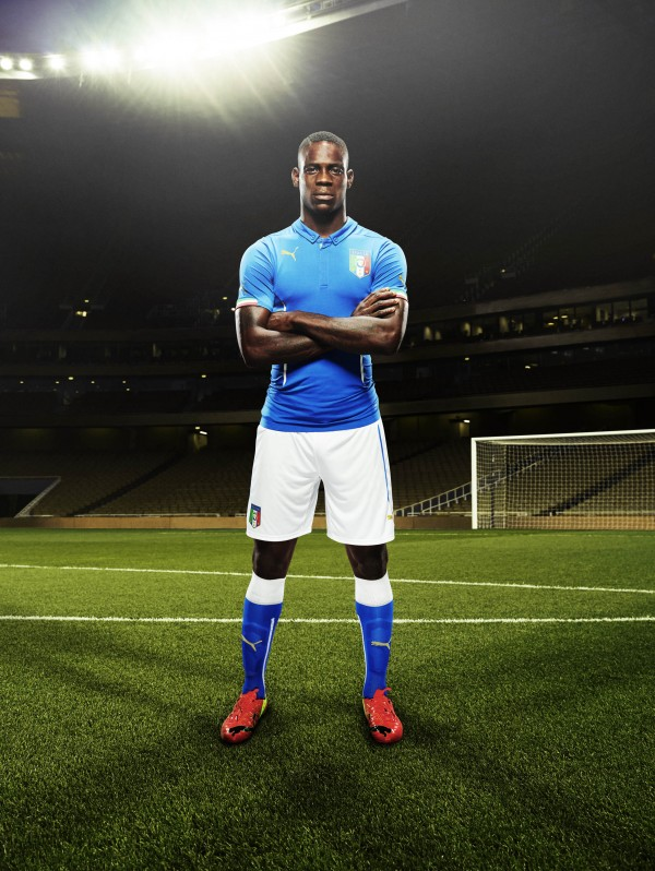 italy world cup shirt balotelli 600x798 Italy and Puma Unveil 2014 World Cup Home and Away Shirts: Official [PHOTOS]