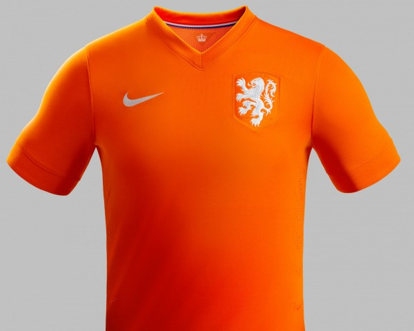 netherlands world cup home shirt lion 600x480 Netherlands World Cup Home Shirt Unveiled: Modernity, Retro and Class Combined Into One: Official [PHOTOS]