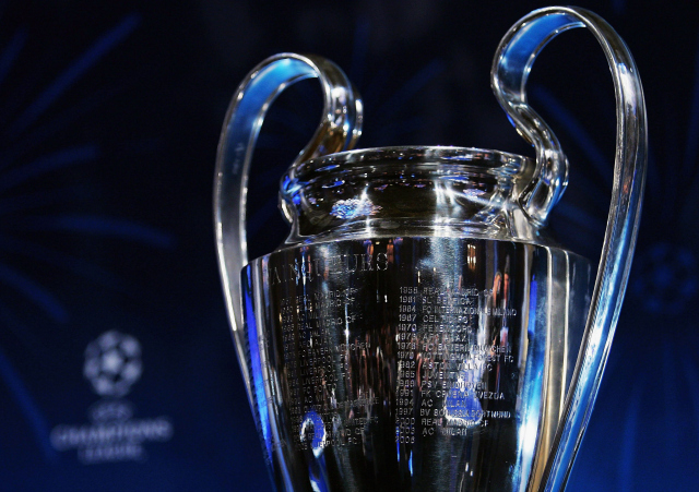 uefa champions league trophy WATCH Wayne Rooneys Dive That Got Bastian Schweinsteiger Sent Off in Champions League [VIDEO]