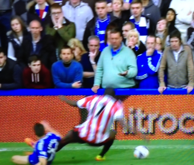 azpilicueta foul on altidore Reviewing Premier League Refereeing Decisions: Gameweek 35