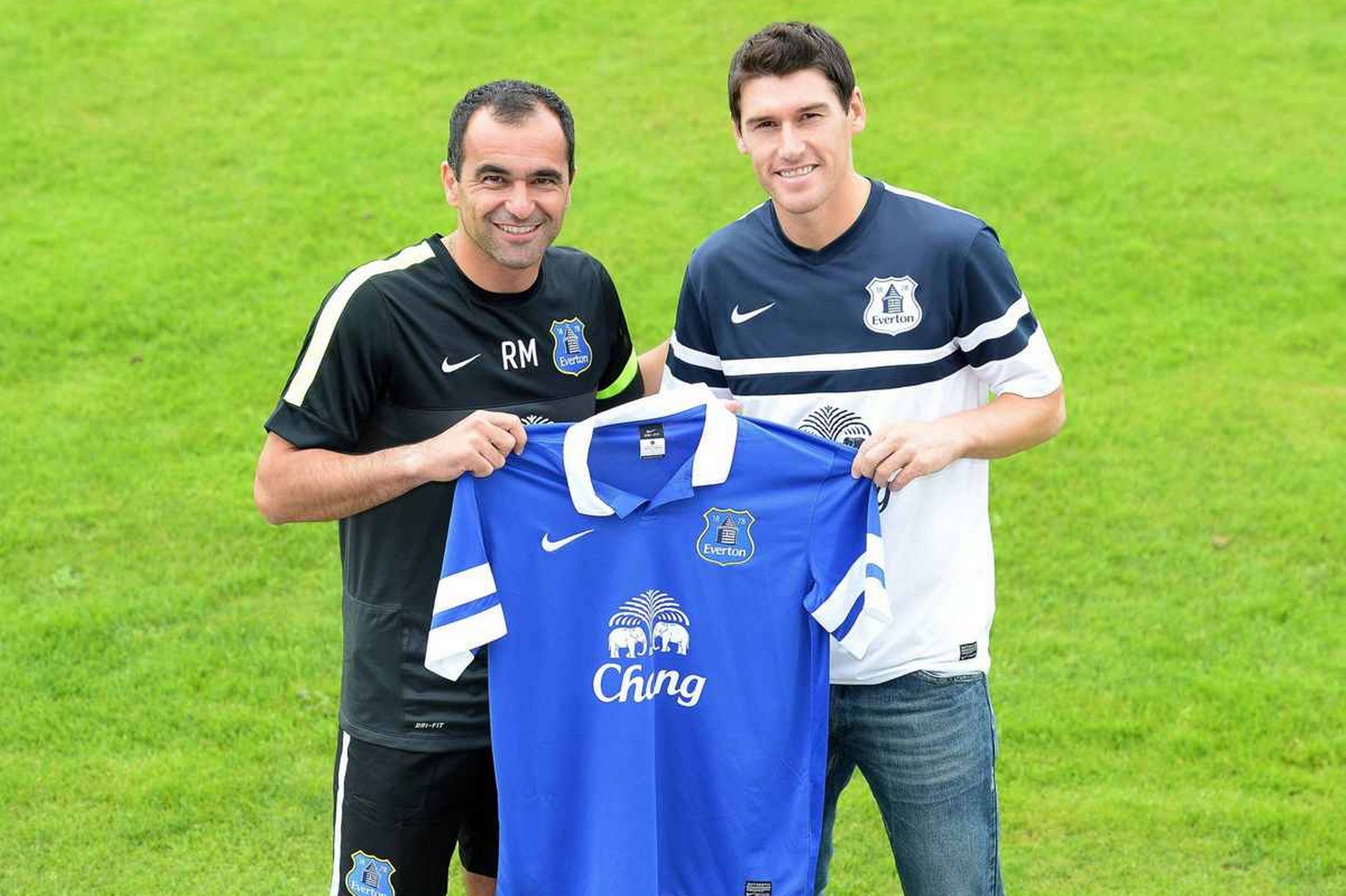 Everton signs Gareth Barry