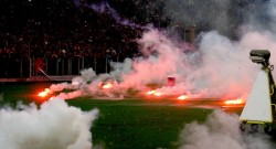 050614-SOCCER-SSC-Napoli-fans-throw-flares-DC-PI.vadapt.955.medium.1