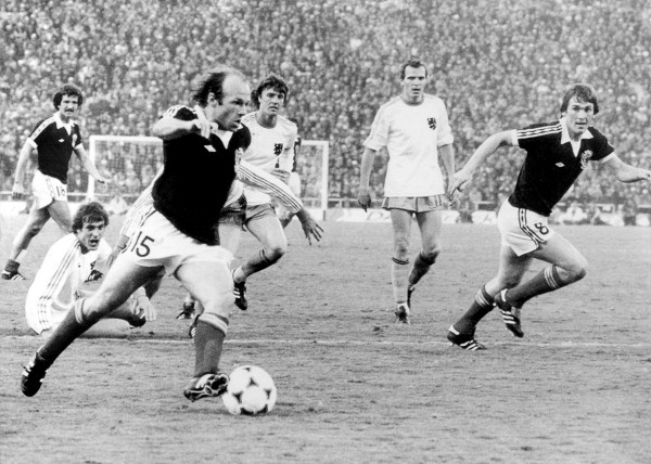 24 Gemmill 600x428 Most Exciting World Cup Moments: Number 24   Gemmills Solo Stunner For Scotland [VIDEO]