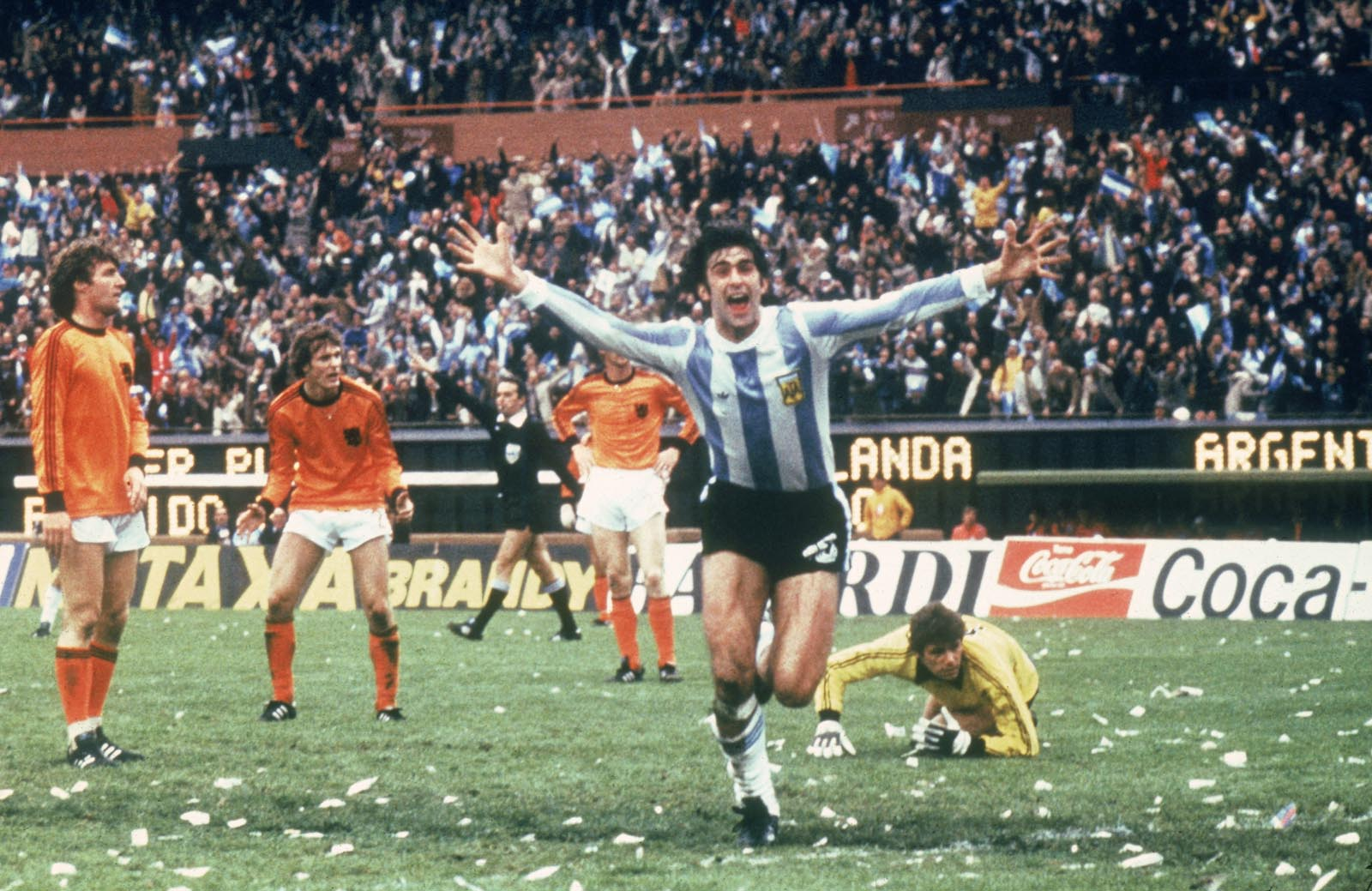 Mario Kempes And His World Cup Experiences: Exclusive Interview With ESPN Deportes Analyst and Argentina Legend