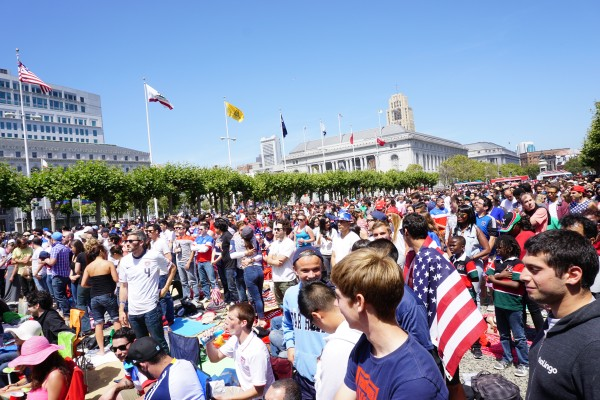 usa_fans_sf_plaza2